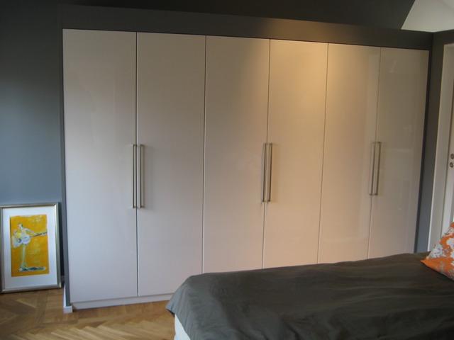 master bedroom inbyggda garderober villa täby 2011